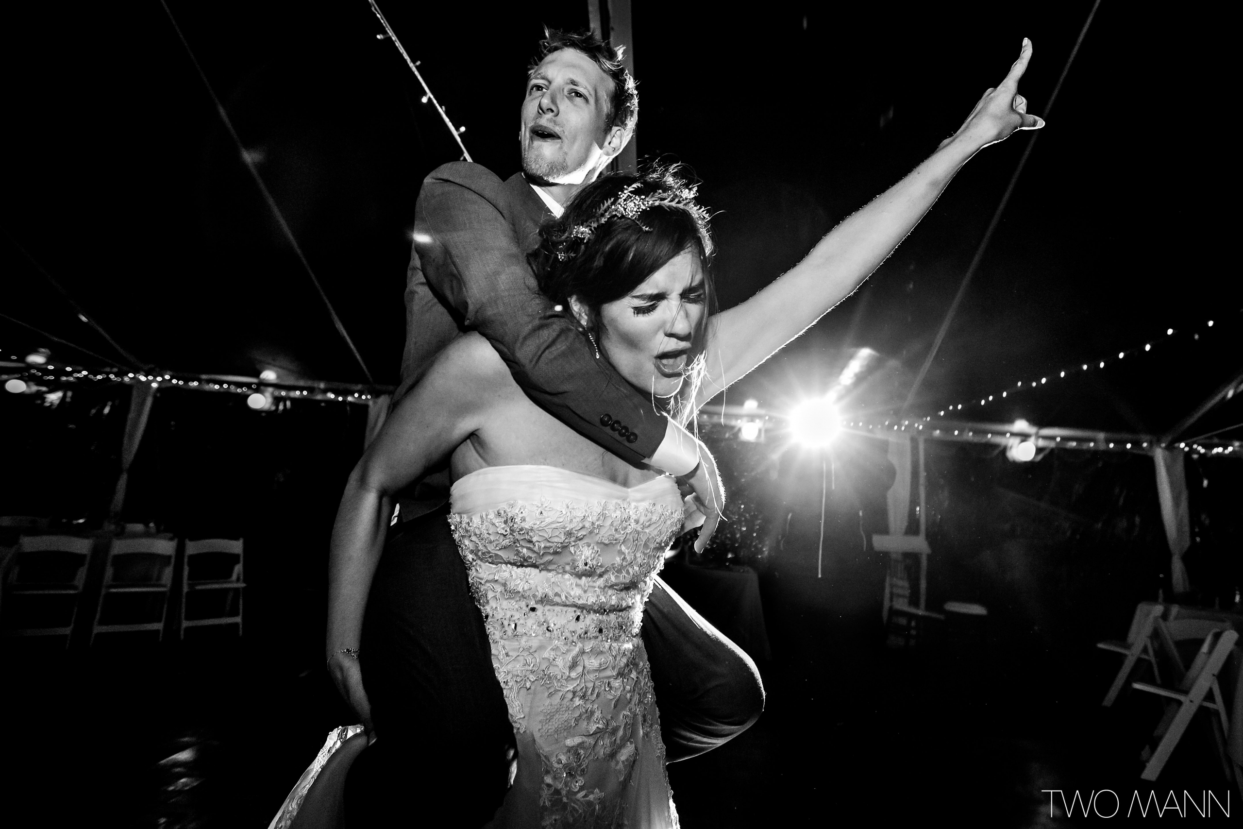 newlyweds' stunning dance at reception