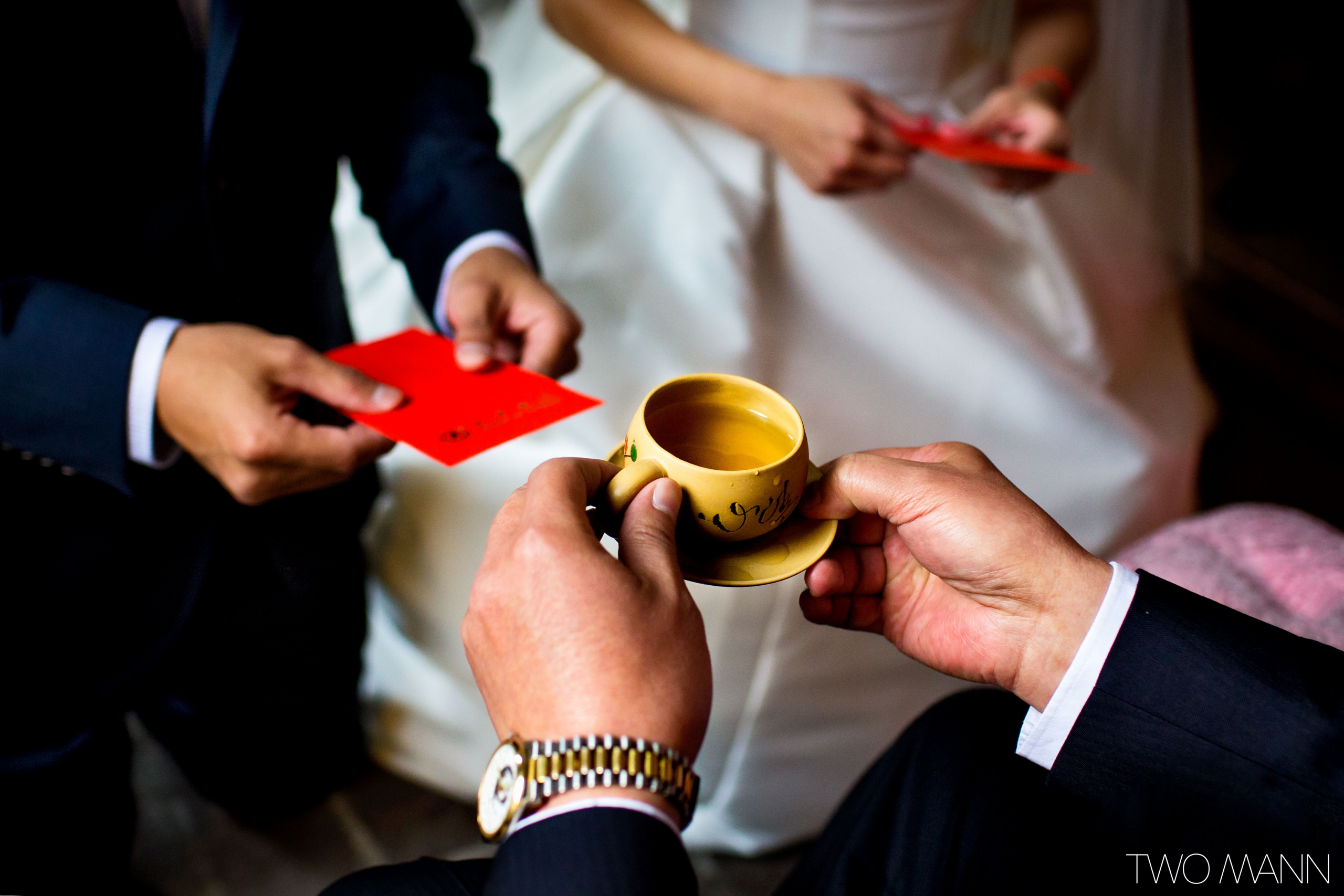 traditional tea ceremony on wedding day